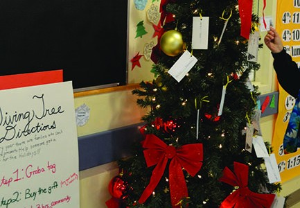 Gift of giving warms people's hearts this season
