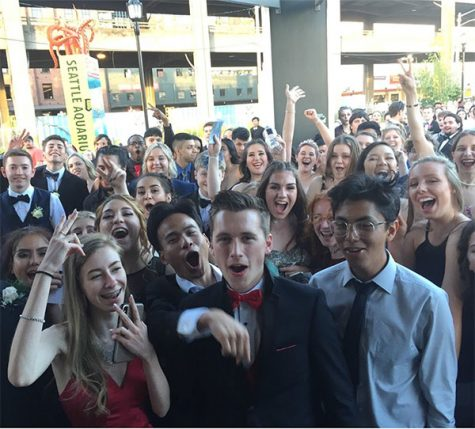 Vikings pack the Seattle Aquarium for prom